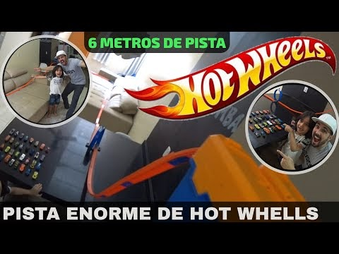 PISTA HOT WHEELS ENORME COM 36 CARRINHOS HOT WHEELS COM GRANDE DECIDA E LOOPING NA CASA MAROMBA