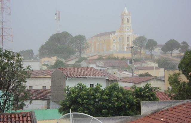Chuva com visão do Santuário