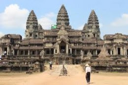 Angkor Wat is aligned within 0.2 degrees to the current North pole.