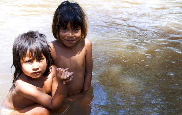 Córregos fornecem água para os Guarani beberem, lavarem suas roupas e cozinharem.