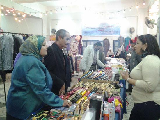 افتتاح معرض عيد الأم (2)