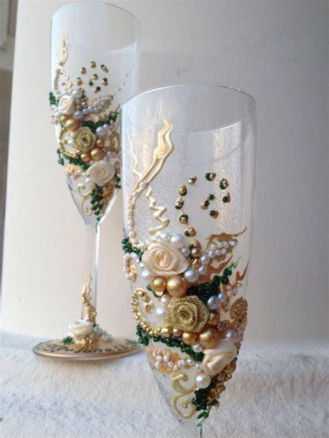 wonderful hand decorated wedding champagne glasses