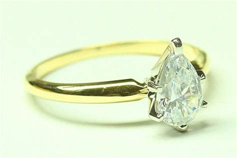 ENGAGEMENT RING WITH 1.50 PEAR SHAPE 14 KARAT Yellow Gold