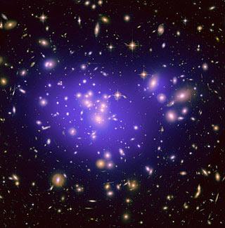 Crédito: NASA, ESA, E. Jullo (JPL/LAM), P. Natarajan (Yale) and J-P. Kneib (LAM).
