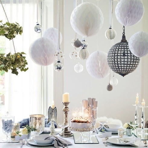 Colorful Christmas Tabletop Decor Ideas: white, red, purple and ...