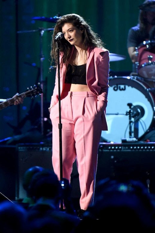 Le Fashion Blog Lorde Pink Suit Vionnet Pre-Fall 2014 Pant Suit Long Curly Hair Dark Burgundy Red Black Lipstick Black Crop Top Nirvana Rock and Roll Hall of Fame Induction Ceremony in Brooklyn 1 photo Le-Fashion-Blog-Lorde-Vionnet-Pink-Suit-1.jpg