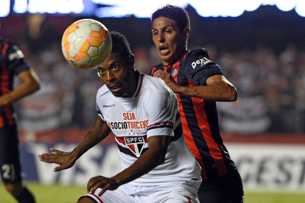 Michel Bastos marcou o gol da vitória tricolor no Morumbi - Nelson Almeida/AFP