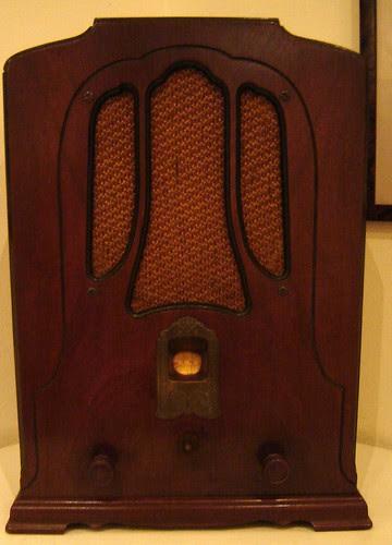 Vanhan ajan radio by Anna Amnell