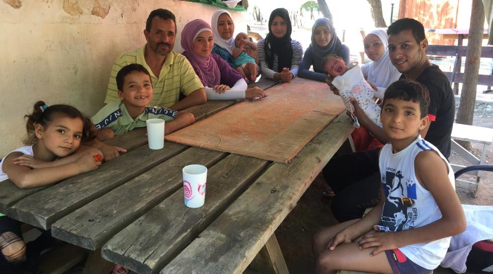Hassan Aihusean con su familia al completo