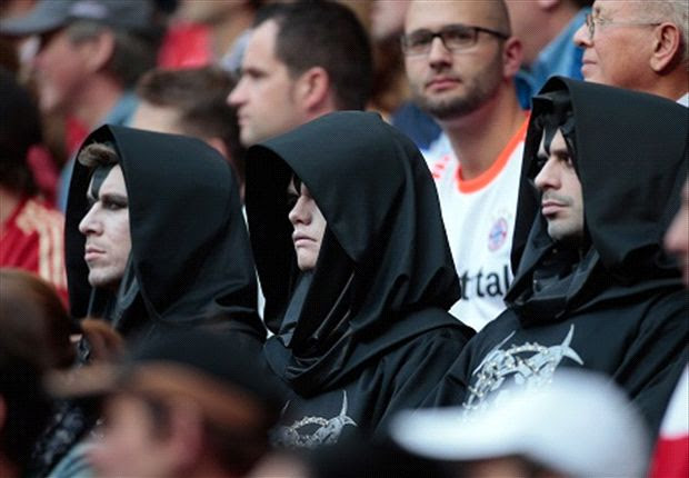 333342 heroa So Scary! After appearing at Bayern on Saturday, 11 men dressed in identical black robes turn up at Chelsea [Pictures]