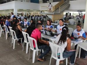 45 cadastradores atendem os candidatos no Centro de Convenções (Foto: Yuri Matos/G1)