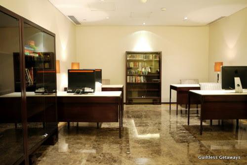 oakwood-business-center-and-library.jpg