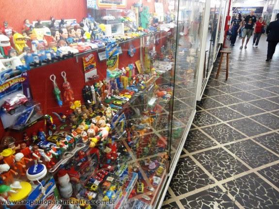 Resultado de imagem para TUDO VELHO galeria dos brinquedos sp