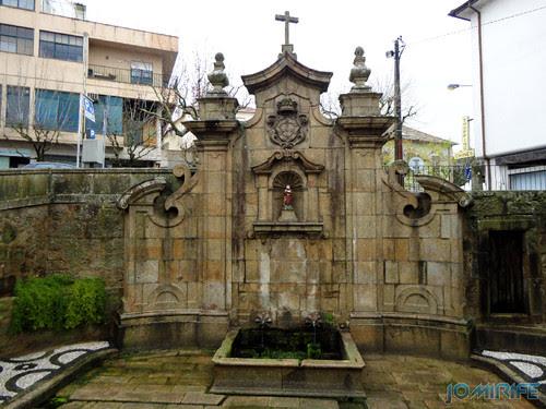 Viseu (15) Porta dos Cavaleiros - Fonte [en] Viseu - Port of the Knight - Fountain