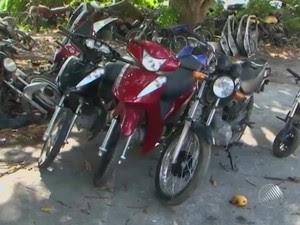 Motos roubadas no complexo policial de Feira de Santana (Foto: Reprodução/TV Subaé)