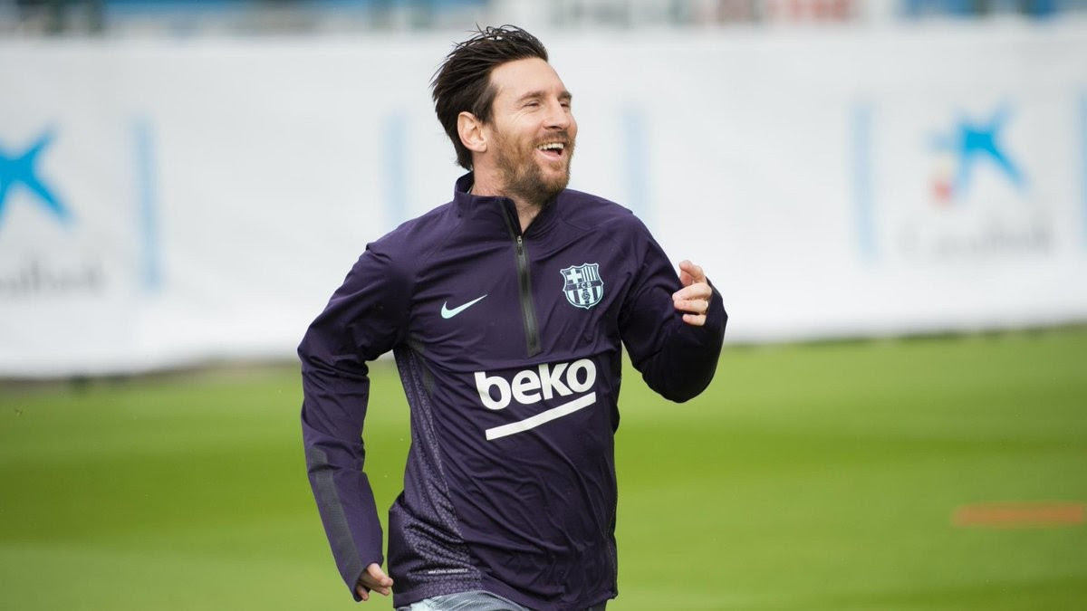 Lionel Messi All Smiles As He Returns To Full Training After Breaking His Arm (Photo)