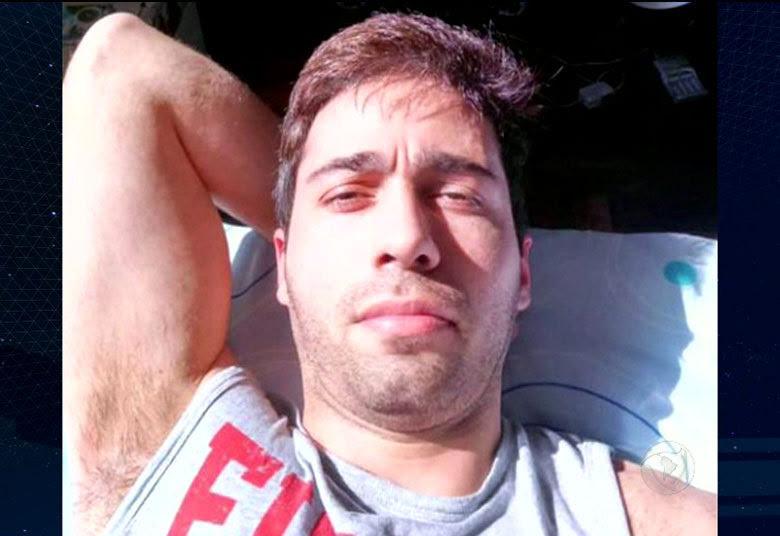 """O rapaz identificado como Rodrigo Augusto de Pádua invadiu o quarto do hotel onde a apresentadora estava hospedada em Belo Horizonte, Minas Gerais. """"Parece cena de filme. O enredo de um grande filme de terror digno de Oscar"""", disse Ana sobre a cena• VÍDEO: Abalada, Ana Hickmann revela o que viveu na mira do atirador• Ouça a conversa entre Ana Hickmann e o homem que tentou matá-la durante ataque em hotel• Vizinhos descrevem homem que atacou Ana Hickmann como reservado; na internet ele era obsessivo"""