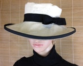 Woman's Big Brim Hat in Cotton Cream Colored Fabric