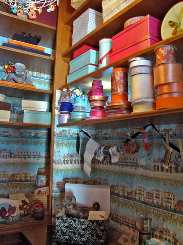 DSC05752 SF Decorator Showcase giftwrap closet