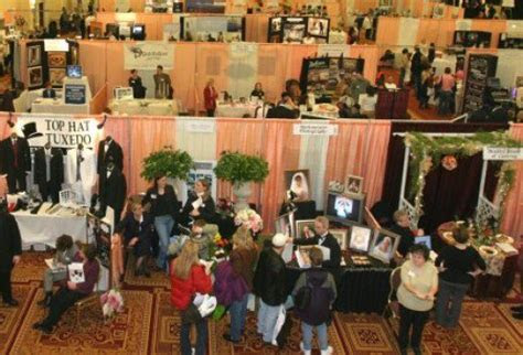 A Wedding Vendor's Ideas and Guide to Booths at a Bridal