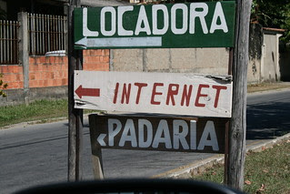 Onde fica a internet?  ~  Where is the internet?