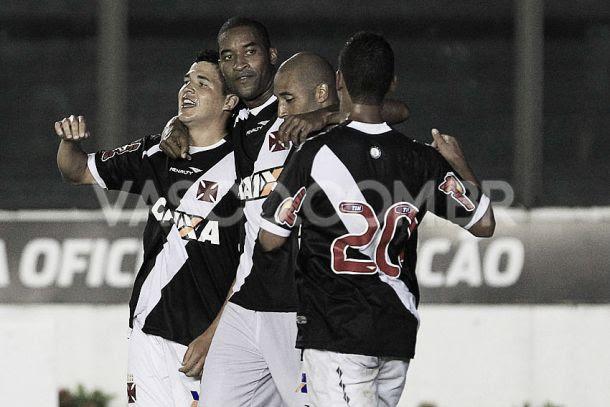 Destaques do Vasco, Douglas e Pedro Ken comemoram vitória sobre o Resende