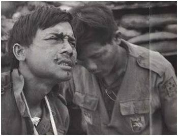 Image result for hình ảnh một người lính VNCH bị thương đẫm máu