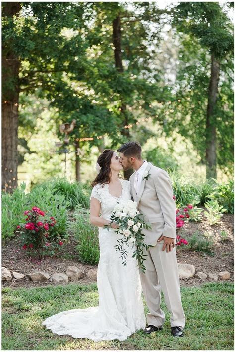 Harmony Oaks Farm Weddings   Get Prices for Wedding Venues