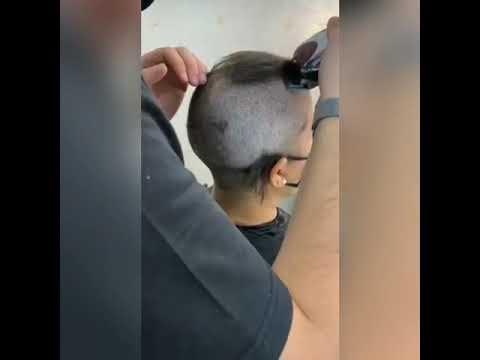 Mulher cumpre promessa de raspar o cabelo após irmão se recuperar da Covid e receber alta no Piauí
