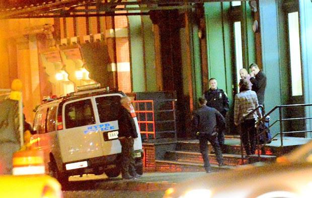 Policiais vão á casa de taylor Swift (Foto: Splash News/AKM-GSI)