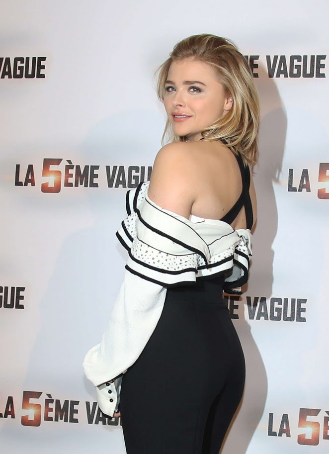 Chloe Moretz - 'The 5th wave' Photocall in Paris