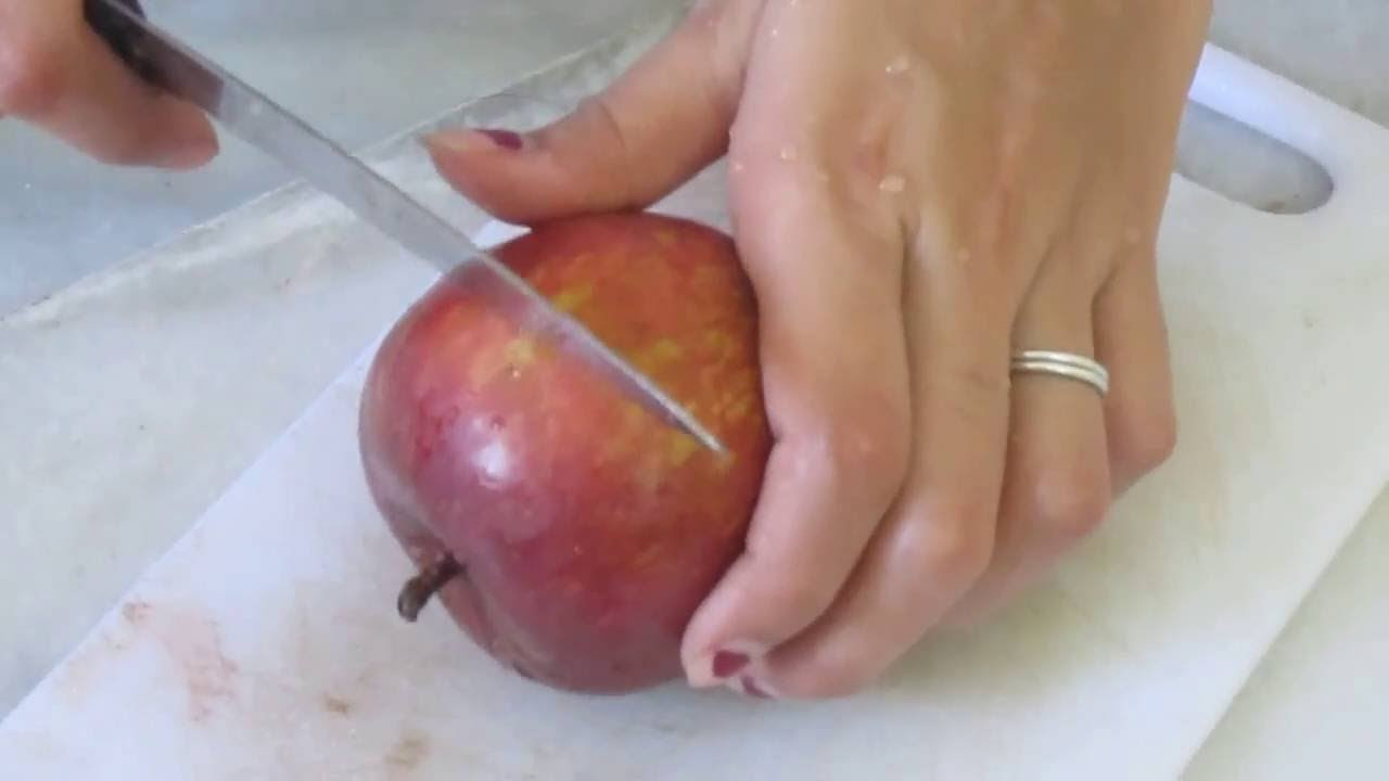 How to cut an apple in half to make the star? - YouTube
