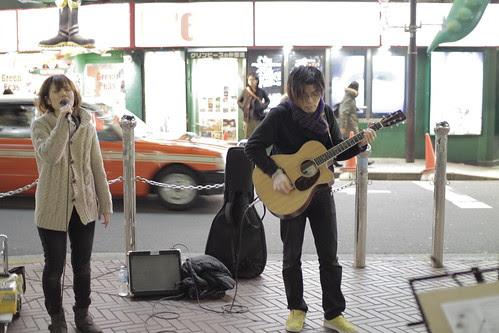 Junko Kamata performing (with guitarist/ producer Imagawa Shun)