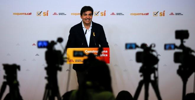 El portavoz de ERC, Sergi Sabria, tras la reunión de la comisión permanente del partido, en Barcelona. REUTERS/Jon Nazca
