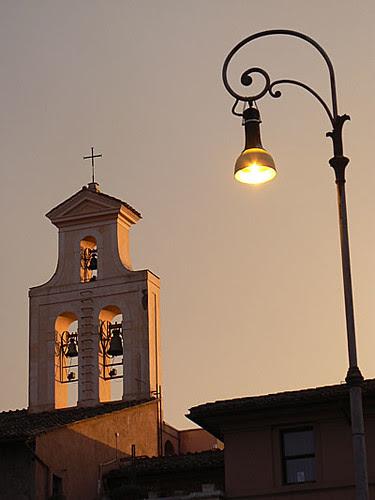 lampadaire et clocher.jpg