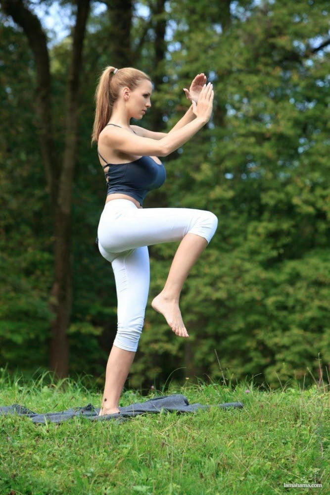 Morning Yoga with Jordan Carver - Pictures nr 15