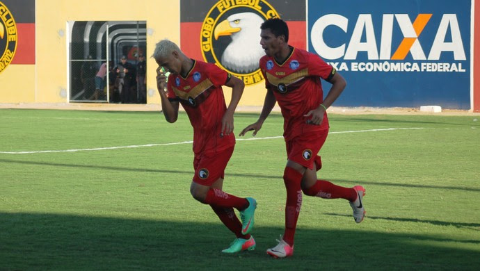 Jogadores do Globo FC comemoram gol (Foto: Canindé Pereira/Divulgação)