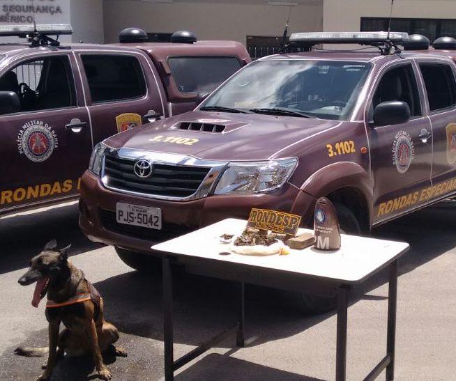 Cão farejador identifica cerca de 5kg de droga no conjunto George Américo