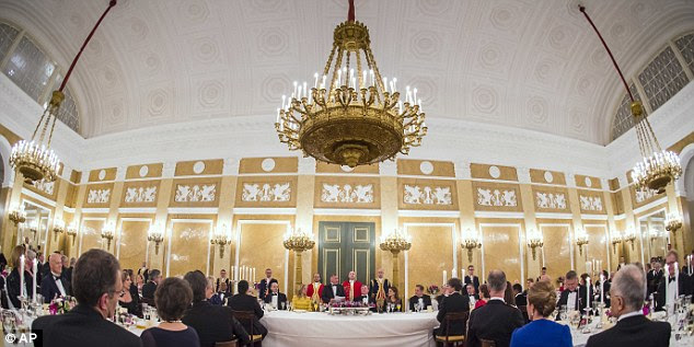 Autoridades de ambos os países participaram do jantar no Palácio Noordeinde