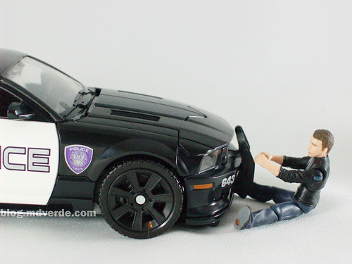 Transformers Barricade Human Alliance RotF - modo alterno
