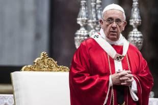 papa bergoglio sposa venti coppie di conviventi a san pietro 12