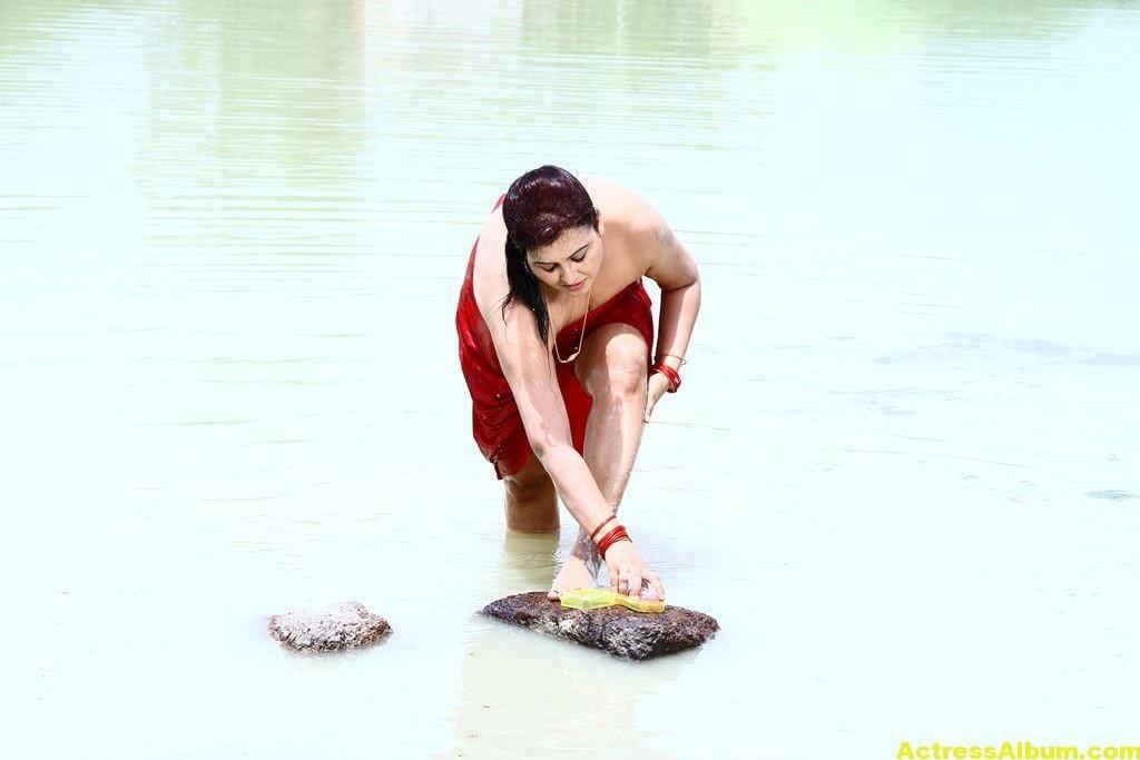 Sona-Hot-Stills-FromSivappu-Manidharagal-Movie-1