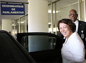 Ideli Salvatti (Relações Institucionais) na saída do Congresso
