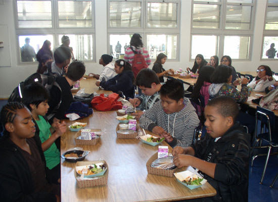 LAUSD students eating lunch