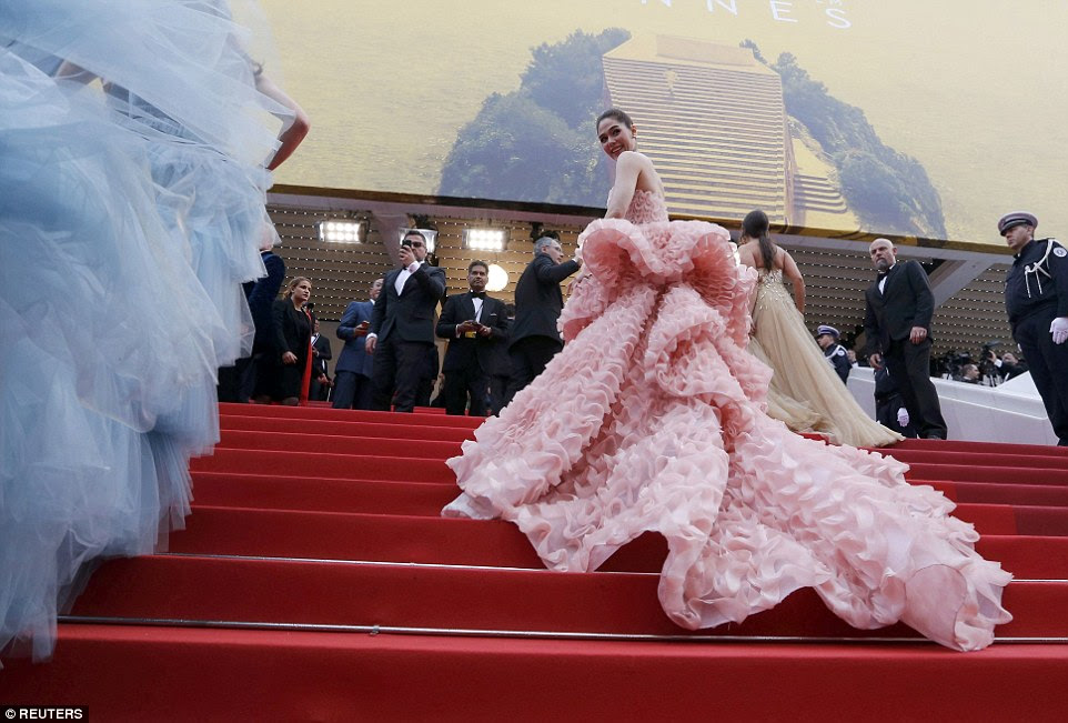 What a dress!Actress Araya A. Hargate had one of the most elaborate gowns of the night