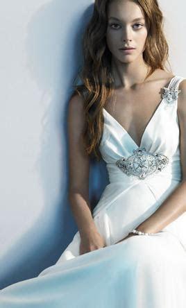 Jenny Packham Elizabeth, $1,150 Size: 12   Sample Wedding