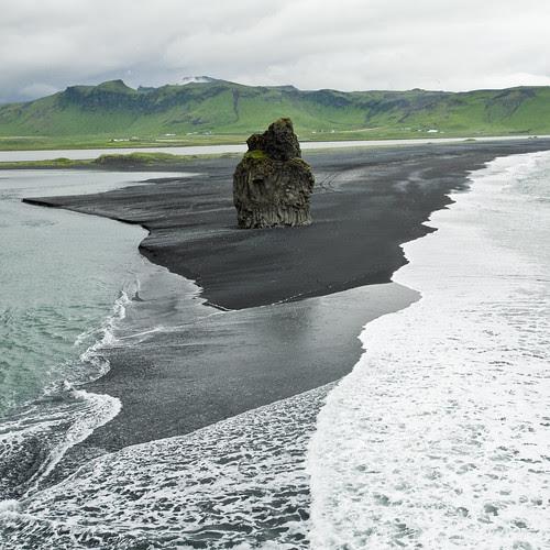 Dyrhólaey rock