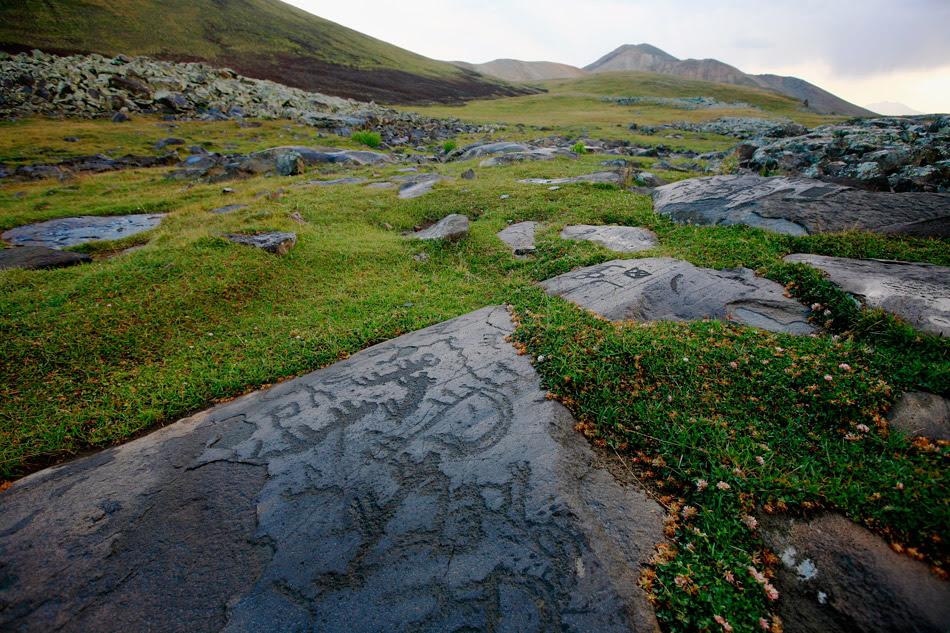 http://peopleofar.files.wordpress.com/2013/12/neolithic-petroglyphs-in-ukhtasar-mountains-armenia.jpg