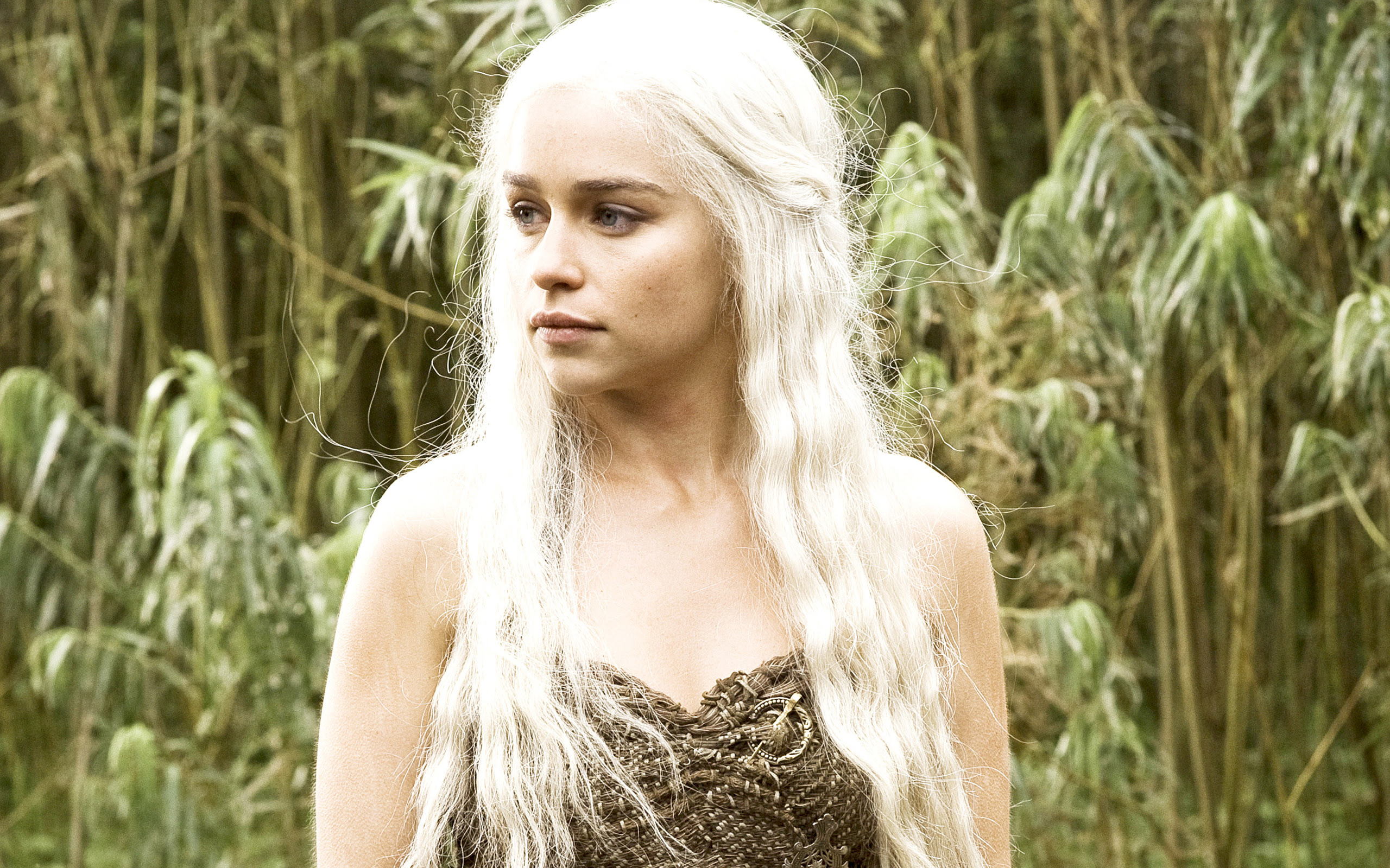Emilia Clarke In Hbo Game Of Thrones Wallpapers Wallpapers Hd