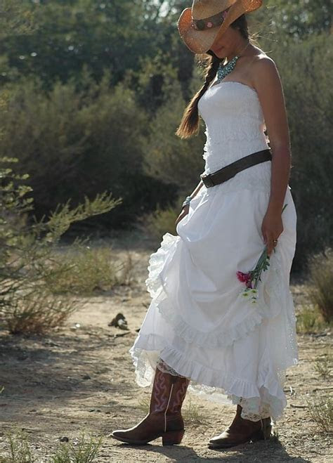 Going Rustic with Western Wedding Dresses   Styles of
